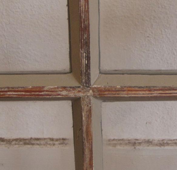 einfach verglastes Sprossenfenster mit erneuertem Fensterkitt